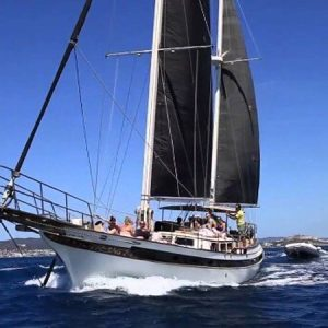 Navegando Goleta Geisha Barco Alquiler en Ibiza