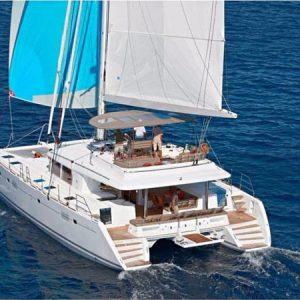 Navegando Laggon 560 Catamarán Alquiler en Ibiza