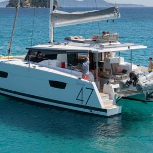 Navegando Fountaine Pajot Saona 47 Catamarán Alquiler en Ibiza