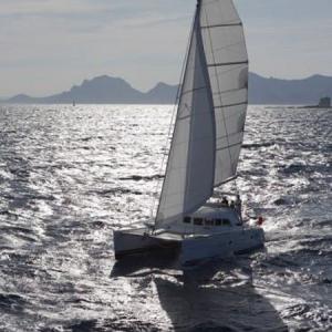 Navegando Lagoon 380 Catamarán Alquiler en Ibiza