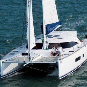Navegando Nautitech 542 Catamarán Alquiler en Ibiza