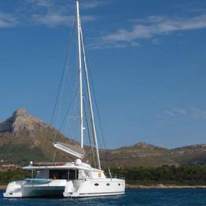 Navegando Victoria 67 Catamarán Alquiler en Ibiza