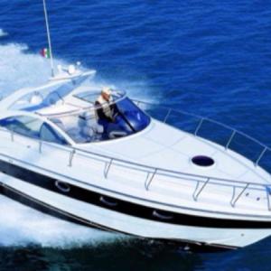 Navegando Pershing 37 Lancha Alquiler en Ibiza