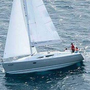 Navegando Elan 344 Impresión Velero Alquiler en Ibiza