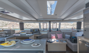 Salón interior Fountaine Pajot Astrea Full Equippe 2019